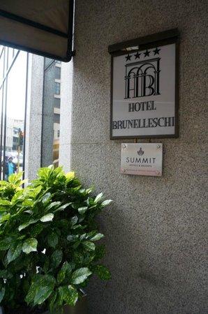 Brunelleschi Hotel: Вход в отель