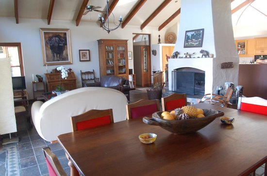 Intaba Lodge: salon