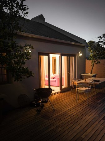 Franschhoek Villas: Evening view of outdoor living