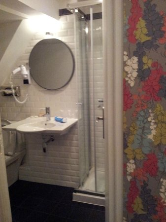 Hôtel Villa Bohème : bagno camera sesto piano