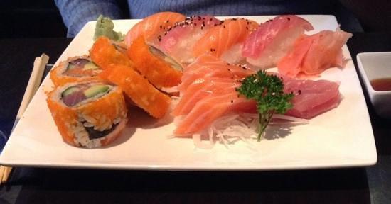 Sakura : sushi, sashimi and maki