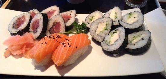 Sakura : sushi and maki