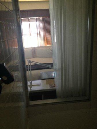 Hudson Hotel New York: See thru shower wall