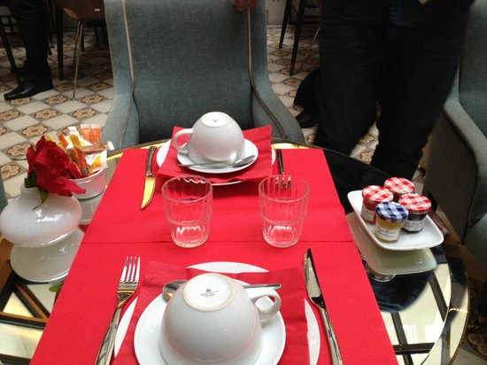Hotel Joyce - Astotel: Dining area morning table layout