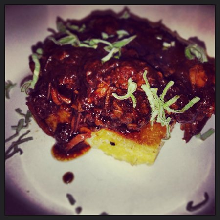 Simplicity Restaurant : Braised shortrib over bacon toasted corn bread