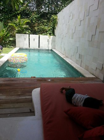 Jay's Villa Umalas : Great pool large enough for 2 adults and 2 kids!