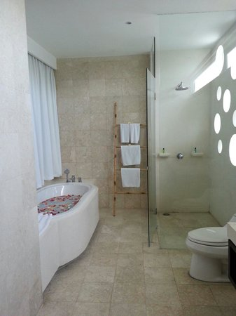 Jay's Villa Umalas : Clean bathroom.