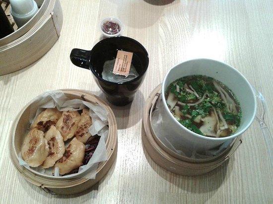 Beijing8 : Dumplings de canard grillés, soupe miso, thé au jasmin