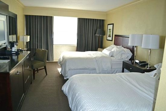 The Westin Harbour Castle: 2 bedded room