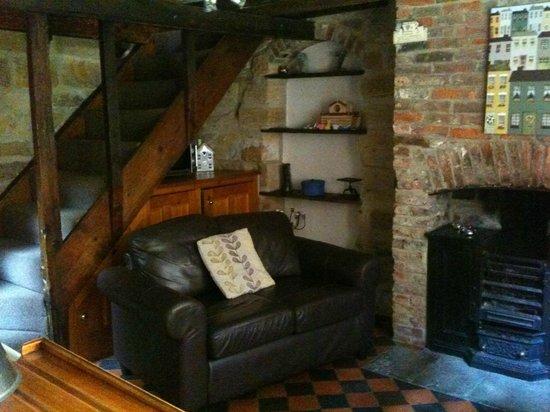 Sanders Yard: kitchen/dining/sitting room area