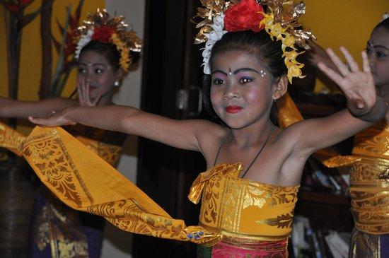 Munduk Moding Plantation: balinese dance