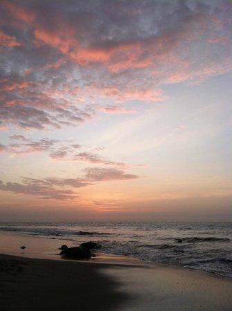 Casa de Playa Bungalows y restaurant: Gorgeous Sunstes