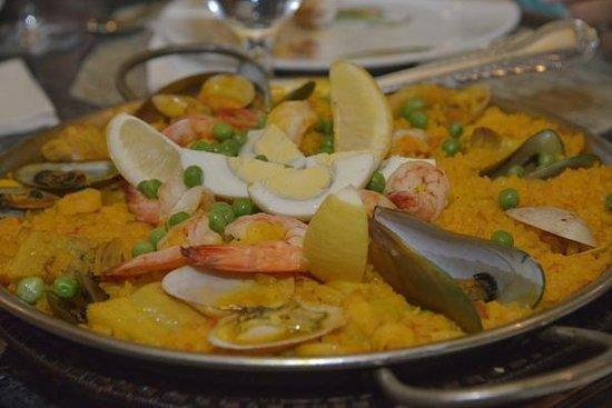Hola Espana: Seafood paella
