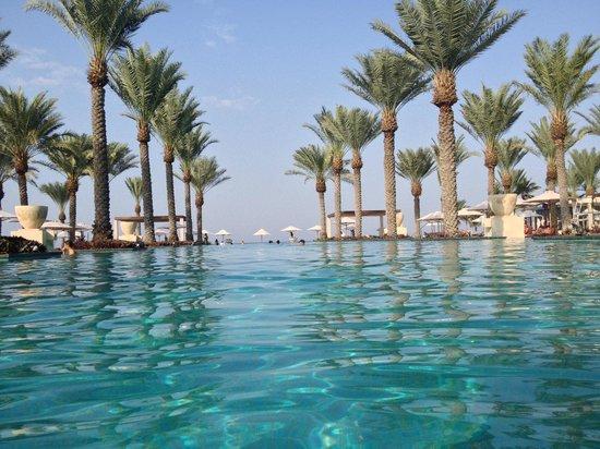 Al Bustan Palace, A Ritz-Carlton Hotel: The main pool