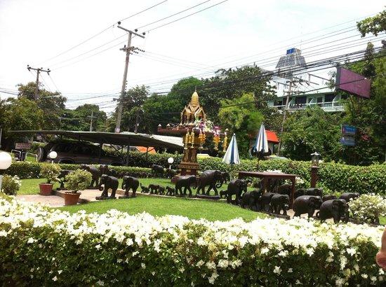 Asia Pattaya Hotel: Падание богам