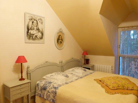 Le Moulin de Blochet: Vue de la chambre Léonie