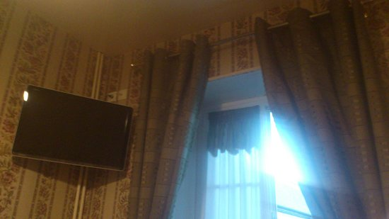 Système douverture de la fenêtre cassé - Picture of Hotel ...