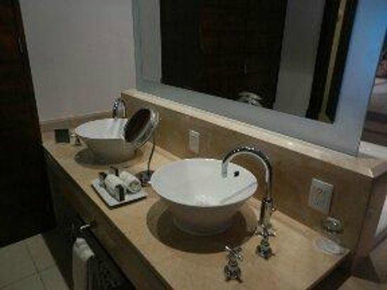 Isla Mujeres Palace: bathrooms