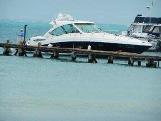Isla Mujeres Palace: private yacht