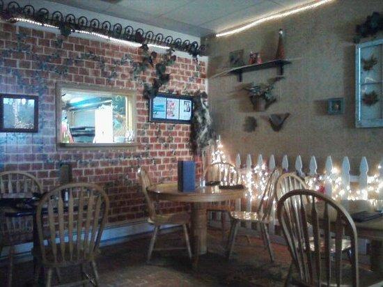 Sandra D's Italian Garden: Restaurant interior