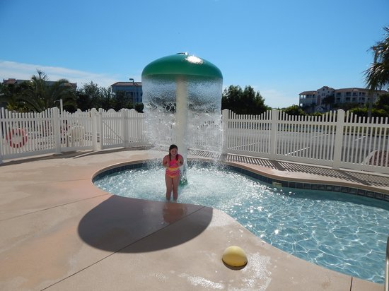 Country Inn & Suites By Radisson, Port Canaveral: My daughter enjoying the kiddie pool
