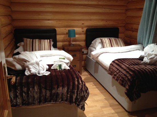 Redewater Lakeside Lodges: Twin room Ingram