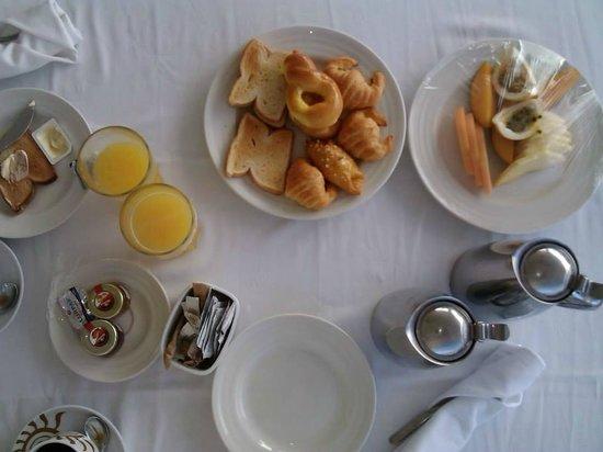 Luxury Bahia Principe Cayo Levantado: Desayuno en en el cuarto