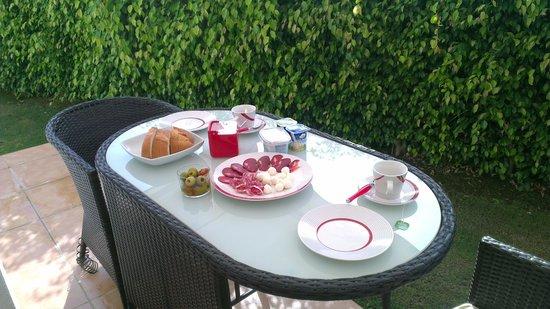 Cortijo del Mar Resort: Завтрак на террасе