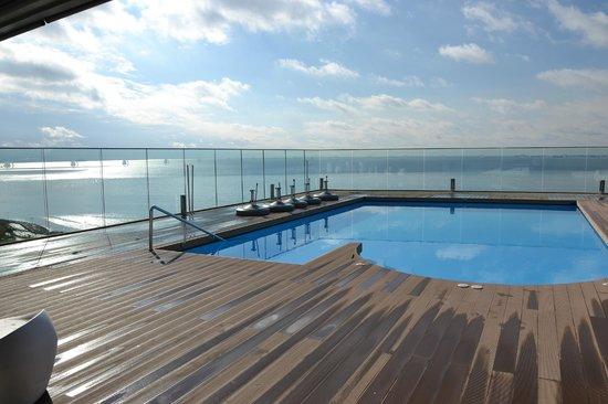 DoubleTree by Hilton Istanbul - Moda : Pool