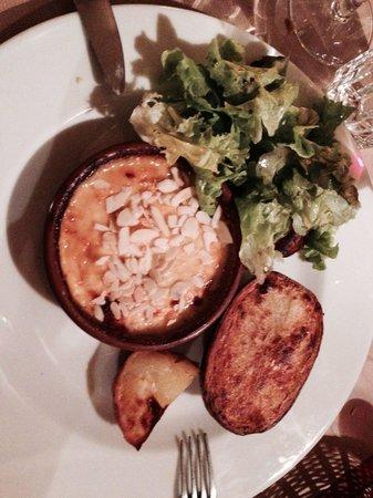La Vache à Carreaux : 1/2 chèvre abricot et amandes excellent mais les pommes de terre pas assez cuites!