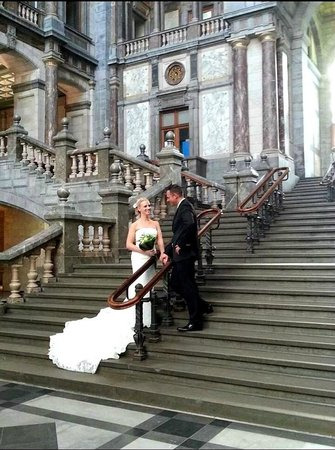 Bahnhof Antwerpen-Centraal: Compliments to the beautiful couple *taken with my Samsung note 2
