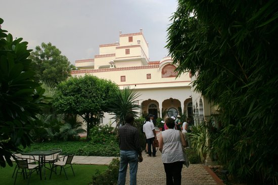 Mandawa Haveli Jaipur: A welcome sight on arrival