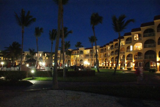 La Cabana Beach Resort & Casino: the club at night