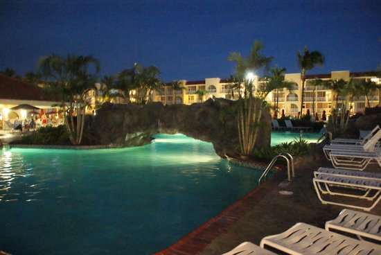 La Cabana Beach Resort & Casino: pool at night