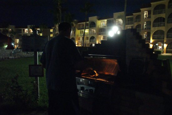 La Cabana Beach Resort & Casino: Justin grilling