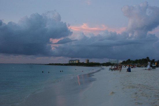 La Cabana Beach Resort & Casino: lovely beach at sunset