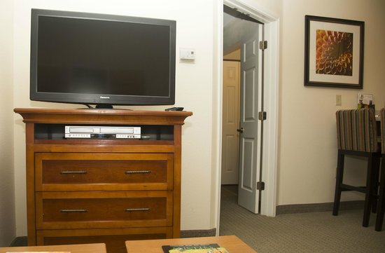 Staybridge Suites Austin Arboretum: Bring DVDs!