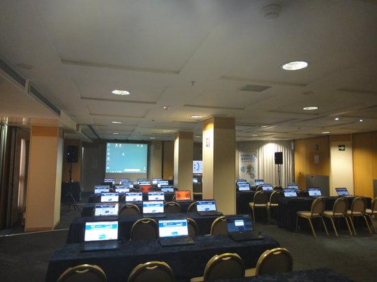 Hotel Alameda Plaza: Montaje sala con ordenadores