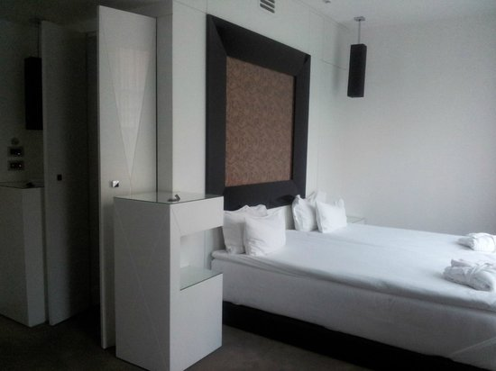 Platinum Palace Hotel: room