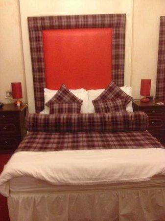 Argyll Hotel: slightly ott bedding