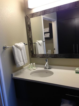 Staybridge Suites Stone Oak : Bathroom sink