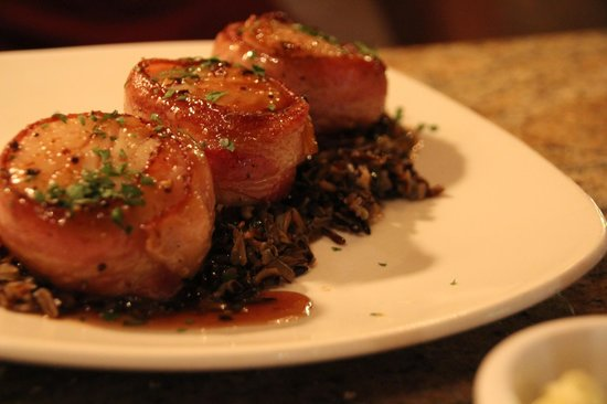 Orleans Grapevine Wine Bar and Bistro: Pan-seared Scallops on a bed of Wild Rice