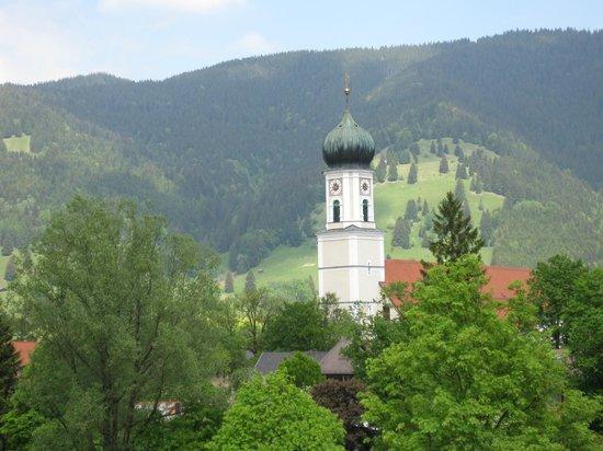 Parkhotel Sonnenhof: Blick vom Balkon zur Kirche