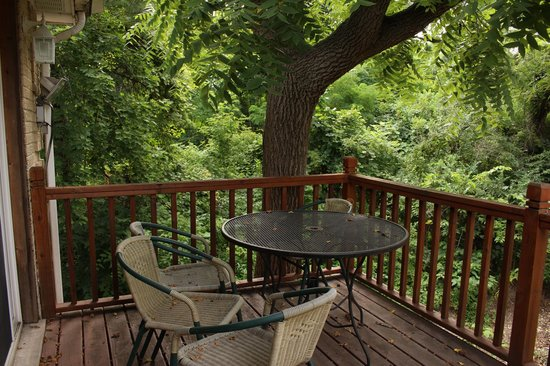 Countryside Corporate Apartments : Views of the natural setting from each apartment deck