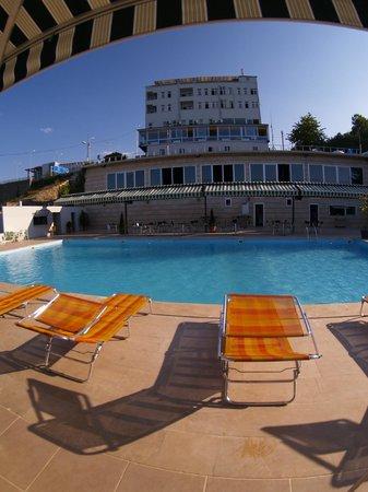 Mora Hotel: otel