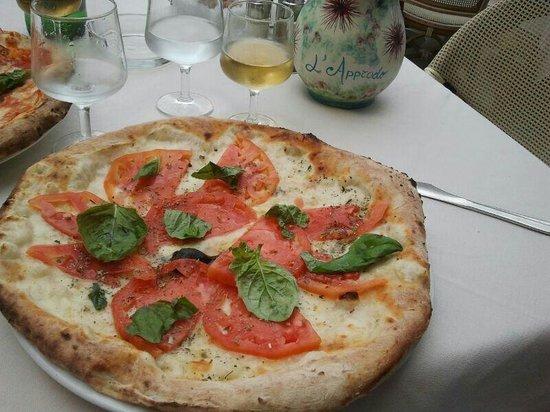 L'Approdo Restaurant : Pizza caprese