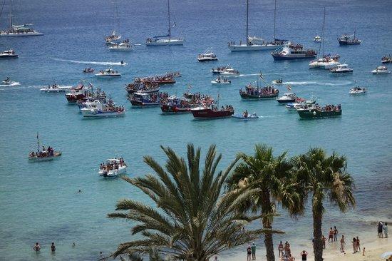 Sensimar Calypso Resort & Spa: Aussicht auf die Schiffsprozession zur Heiligen Carmen