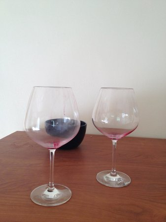 Bacara Resort & Spa: More dirty glasses in hall/3 days