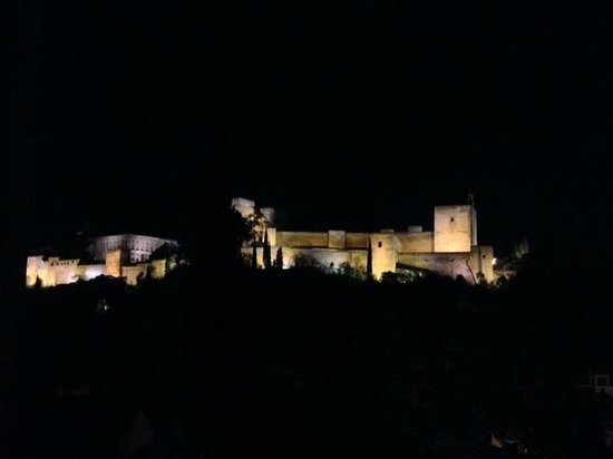 Casa Bombo: Night terrace view of Alhambra