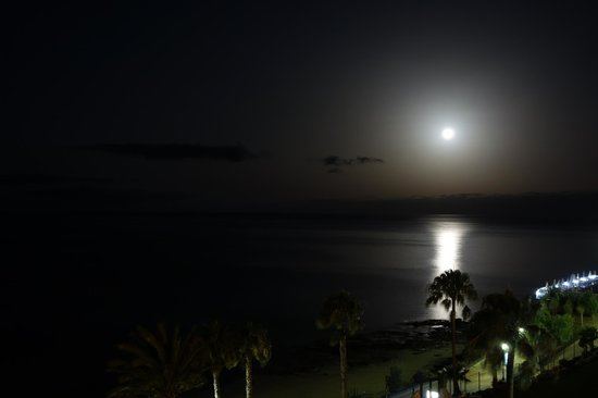 TUI SENSIMAR Calypso Resort & Spa: Mond über der Bucht
